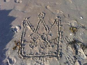 Sand im Getriebe der Onlinejournalistendarsteller: Rügen setzt ein Zeichen und hofft zu Recht auf die Rettung durch die Prinzessinnenporter Foto: Prinzessin Marit