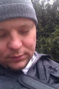 Der Dichter mit jahreszeitlich angemessener Kopfbedeckung.