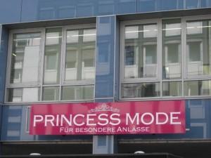 Der besondere Anlass: der 1. Geburtstag der Prinzessinnenreporter, der einen Monat lang gefeitert wird