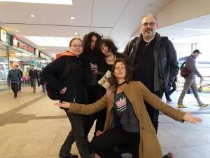 Die Prinzessinnen zelebrieren die Ankunft von Prinzessin Elke und des Royal Tech Chiefs Boris im Bahnhof Altona