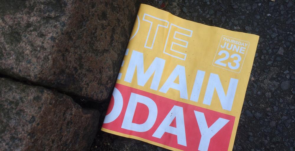 """Zeitschrift mit Aufschrift """"(vo)Te (re)Main (t)Oday"""" zum Brexit"""