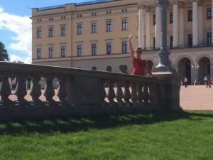 Obwohl Prinzessin Marits Auftritt vor dem Schloß in Oslo nicht zu übersehen war, ist Mette-Marit einfach nicht rausgekommen. (Foto: René Martens)